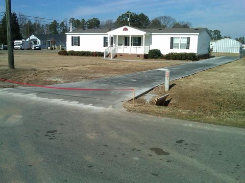 Photo of 637 Colonial Dr, Roanoke Rapids, NC 27870