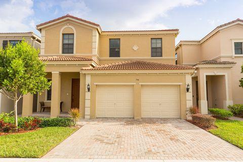 Photo of 796 Ne 191st St, Miami, FL 33179