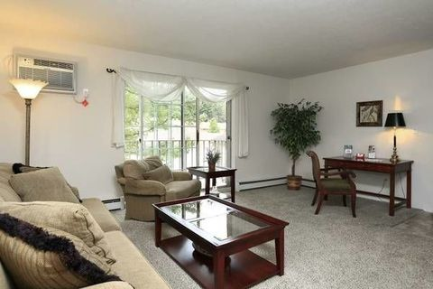 Photo of 14010 Pine Forest Dr, North Royalton, OH 44133