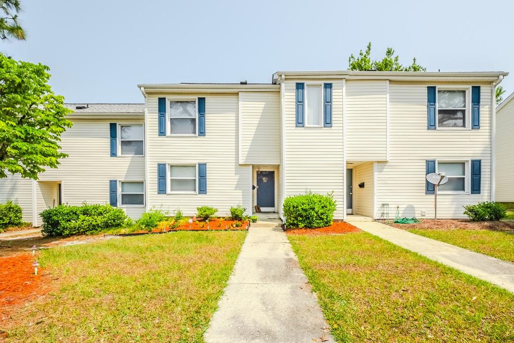 New Hanover Village - 2402 Flint Dr, Wilmington, NC 28401
