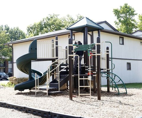 Photo of 7171 Twin Oaks Dr, Indianapolis, IN 46226