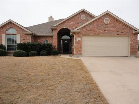 Photo of 806 Chestnut Grove Dr, Cleburne, TX 76033