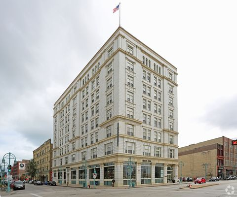 Photo of 342 N Water St, Milwaukee, WI 53202
