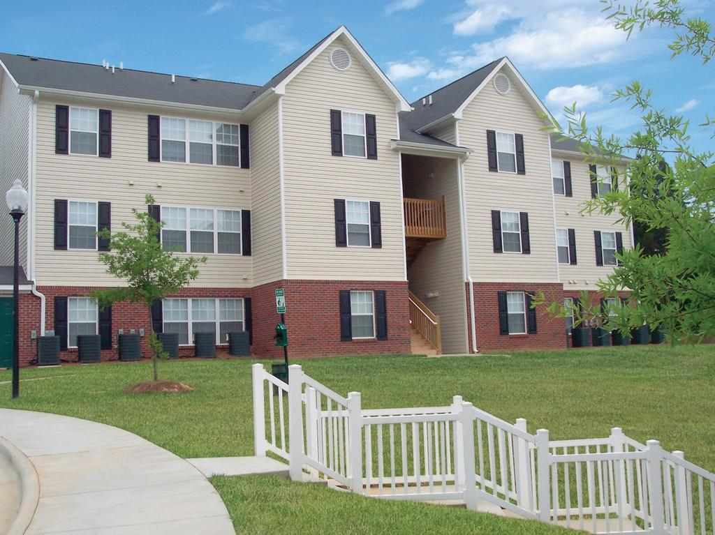 Carlyle Place Apartments