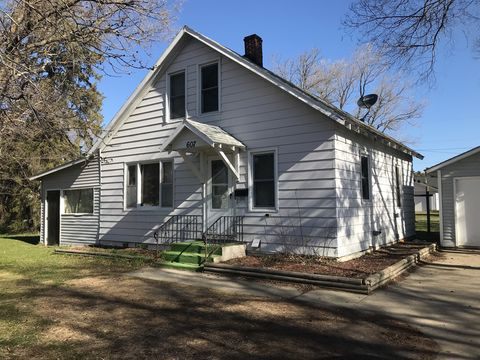 Photo of 607 2nd St W, Park Rapids, MN 56470