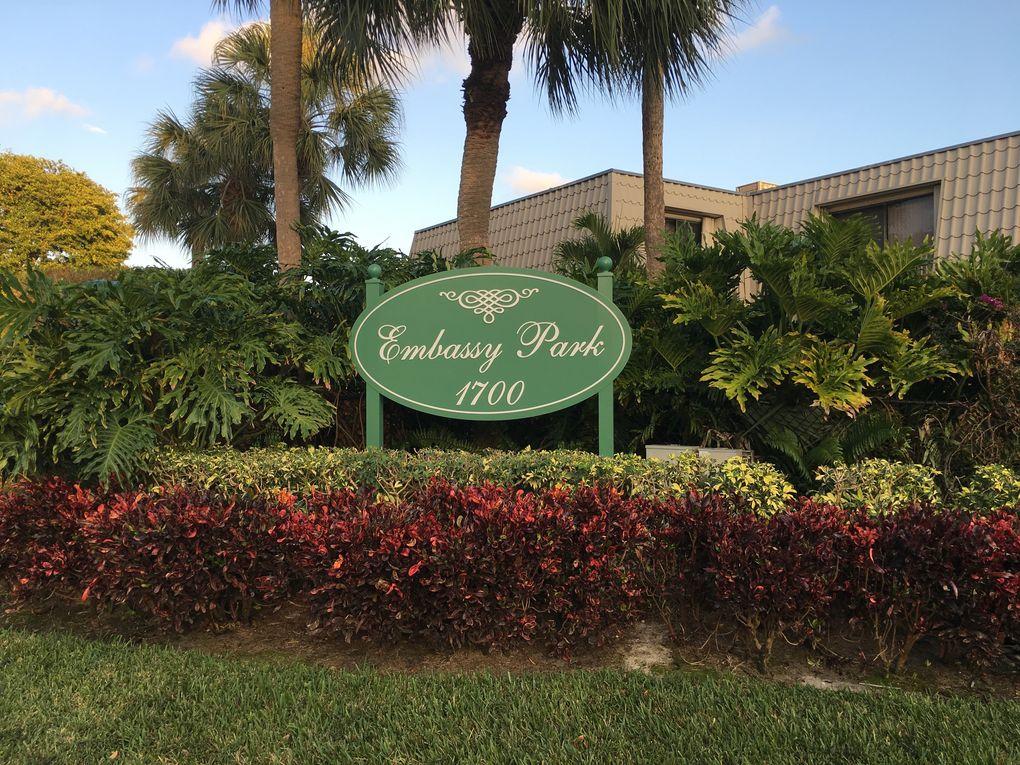 1700 Embassy Dr Apt 902, West Palm Beach, FL 33401