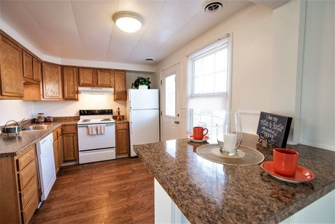 Photo of 1 Gallowgate Ct, Liverpool, NY 13090