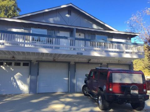 702 Meadow Ln, Crestline, CA 92325