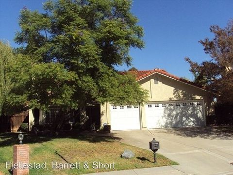 10621 Ranch View Dr, San Diego, CA 92131