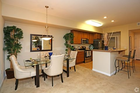 Photo of 300 Crescent Dr, Vacaville, CA 95688