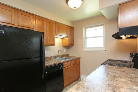 Photo Of 99 Alpine Dr Syracuse Ny 13214 Apartment For Rent