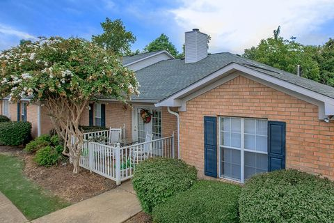 Photo of 1985 Campbell St, Jackson, TN 38305