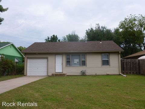624 Howard St, Hutchinson, KS 67501