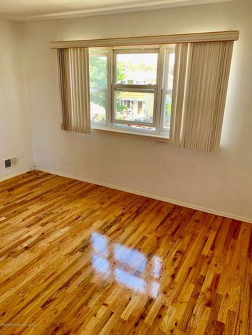 Photo of 36 Bowling Green Pl, Staten Island, NY 10314
