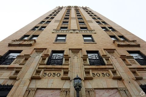 Photo of 5050 N Sheridan Rd, Chicago, IL 60640