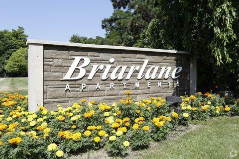 Photo of 450 Briar Ln Ne, Grand Rapids, MI 49503