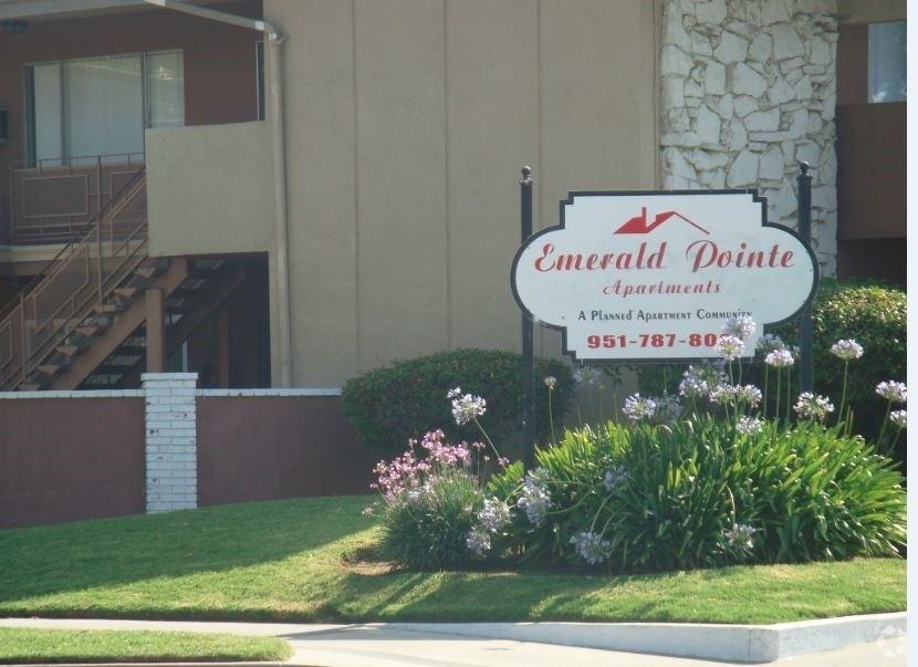 Emerald Pointe Apartments