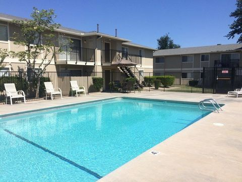 Photo of 1169 Beverly Dr, Lemoore, CA 93245