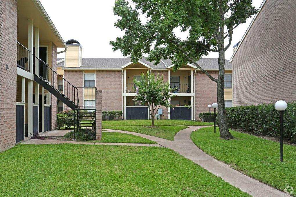 11910 Thoroughbred Dr, Houston, TX 77065