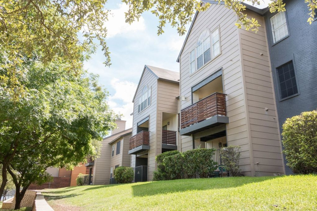 9939 Fredericksburg Rd, San Antonio, TX 78240