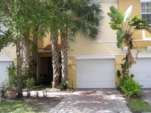 791 Pipers Cay Dr, West Palm Beach, FL 33415