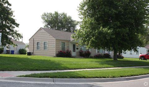 Photo of 502 S Ridgeview Rd, Olathe, KS 66061