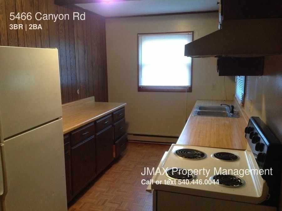 5466 Canyon Rd, Roanoke, VA 24018