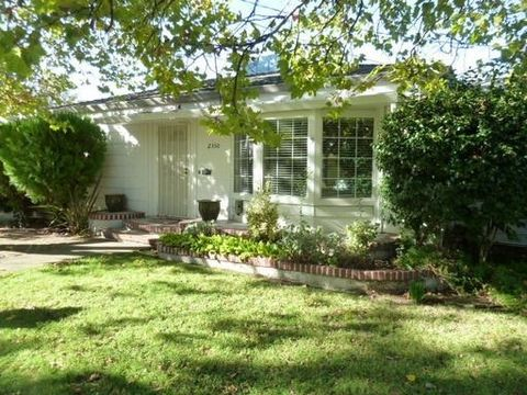 Photo of 2350 Cliff Dr, Redding, CA 96001