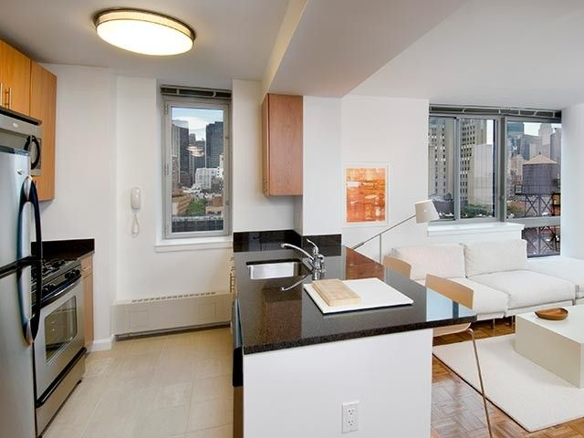 515 W 52nd St, New York, NY 10019. Apartment For Rent