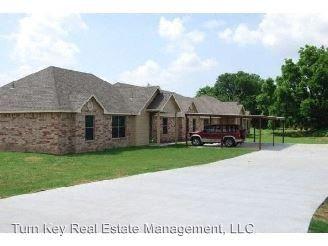 Photo of 121-123-125-127 Sunburst Ct, Weatherford, TX 76087