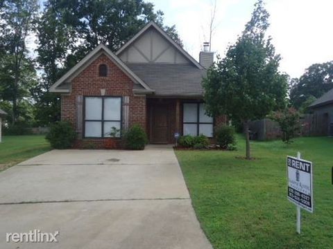 3153 Pinecreek Loop, Bessemer, AL 35022