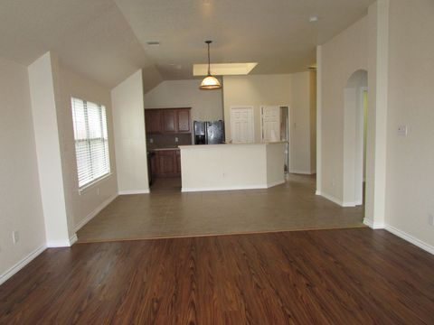 Photo of 1425 Kingfisher Dr, Fort Worth, TX 76131