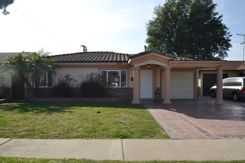 11523 Richeon Ave, Downey, CA 90241
