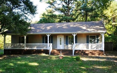 Photo of 78 Woodmount Dr, Colonial Beach, VA 22443