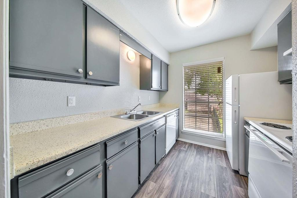The Heights at Post Oak AVAILABLE APARTMENTS!