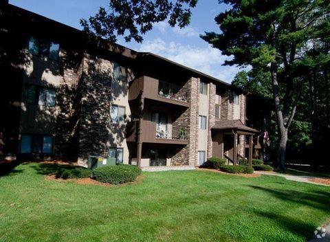 Photo of 581 Lake Forest Ln, Muskegon, MI 49441
