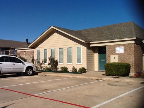 Photo of 1925 W Taylor St, Sherman, TX 75092