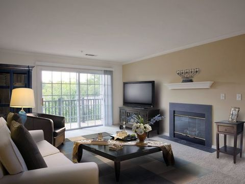 100 E Avalon Dr, New Canaan, CT 06840