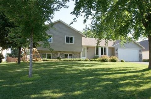 Photo of 7951 174th St W, Lakeville, MN 55044
