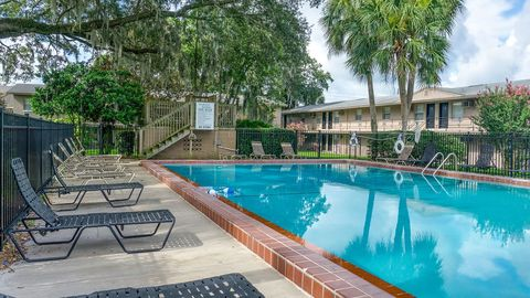 Photo of 1405 Sw 10th Ter, Gainesville, FL 32601