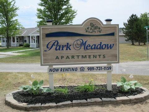1316 Park Meadow Dr, Gaylord, MI 49735