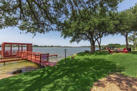 Photo of 1220 Crawford Ct, Granbury, TX 76048