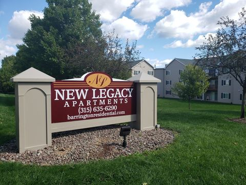 Photo of 7 Legacy Dr, Baldwinsville, NY 13027