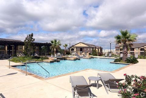 1130 E Hawkins Pkwy, Longview, TX 75605