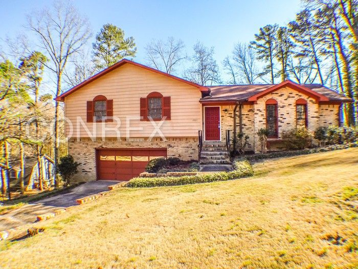 2221 6th St Nw, Center Point, AL 35215
