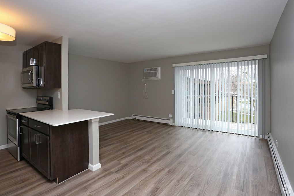 Image Of Eagle Creek Apartments In Westmont Il