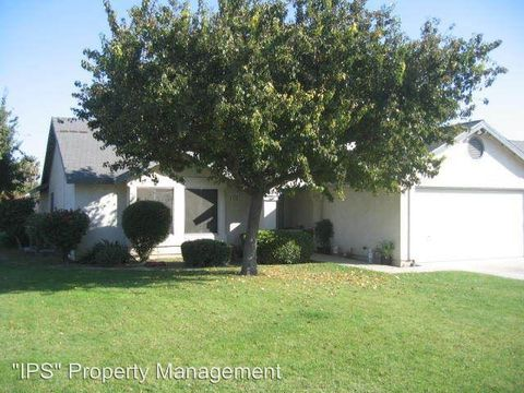 834 S First St, Kerman, CA 93630