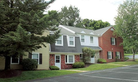 Photo of 399 Ring Neck Dr, Harrisburg, PA 17112
