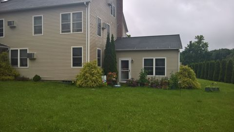 623 Torrington Rd Apt F, Litchfield, CT 06759. Apartment For Rent