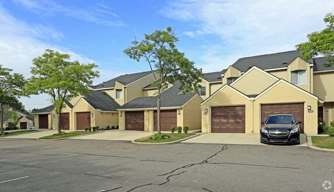 Photo Of 7517 Arbors Blvd West Bloomfield Mi 48322 Apartment For Rent